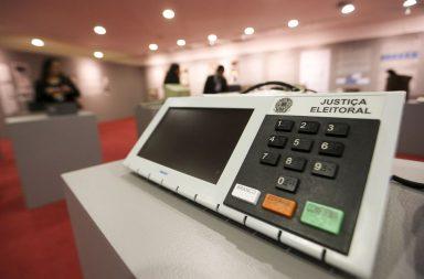 Urna eletrónica usada no Brasil para recolher o voto da população.