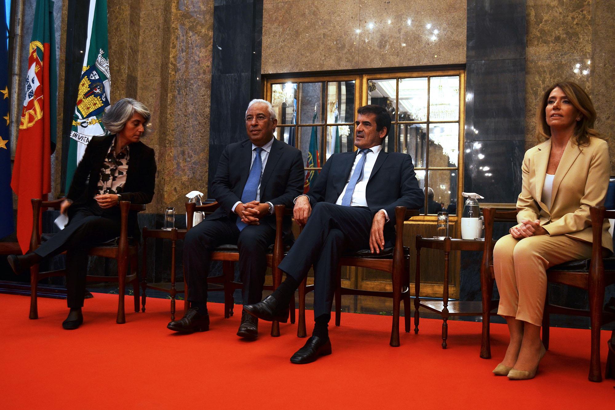 António Costa e Rui Moreira, ao centro, com Graça Fonseca à esquerda e Ana Pinho à direita.