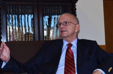 Valter Pecly Moreira vai acabar a carreira diplomática no Porto.