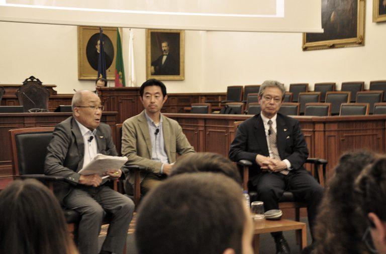 Seiichiro Mise, à esquerda, partilhou a sua experiência no dia em que uma bomba atómica foi depositada sobre Nagasaki.
