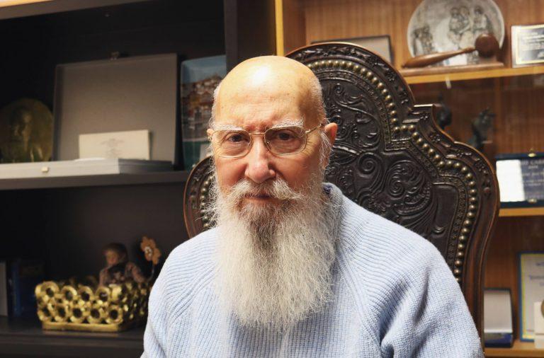 José Eduardo Pinto da Costa nasceu e vive no Porto.