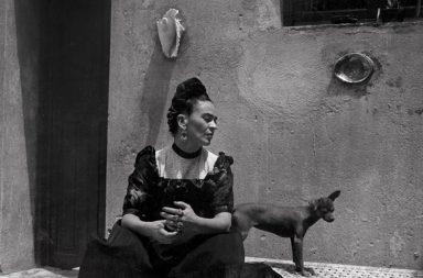 Fotografia de Frida Kahlo tirada por Lola Alvarez Bravo em 1944.