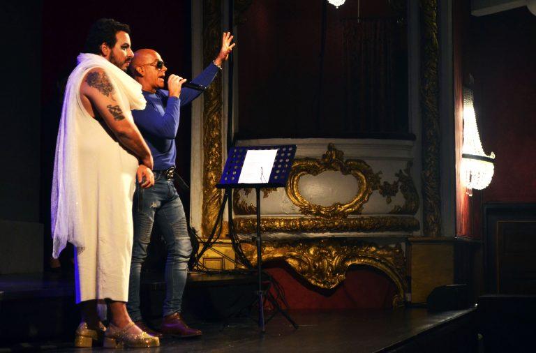 """Na noite de estreia de """"Gisberta"""", Luis Lobianco chamou Pedro Abrunhosa. Foi o tema do autor portuense, """"Balada de Gisberta"""", que inspirou o espetáculo."""