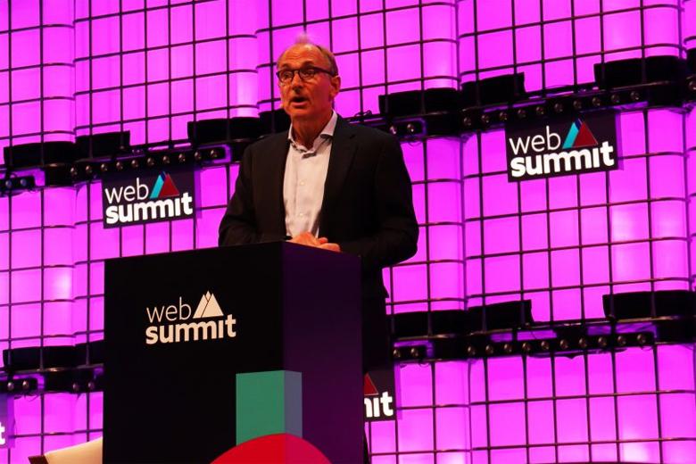 Sir Tim Berners-Lee quer promover uma Internet aberta e livre.