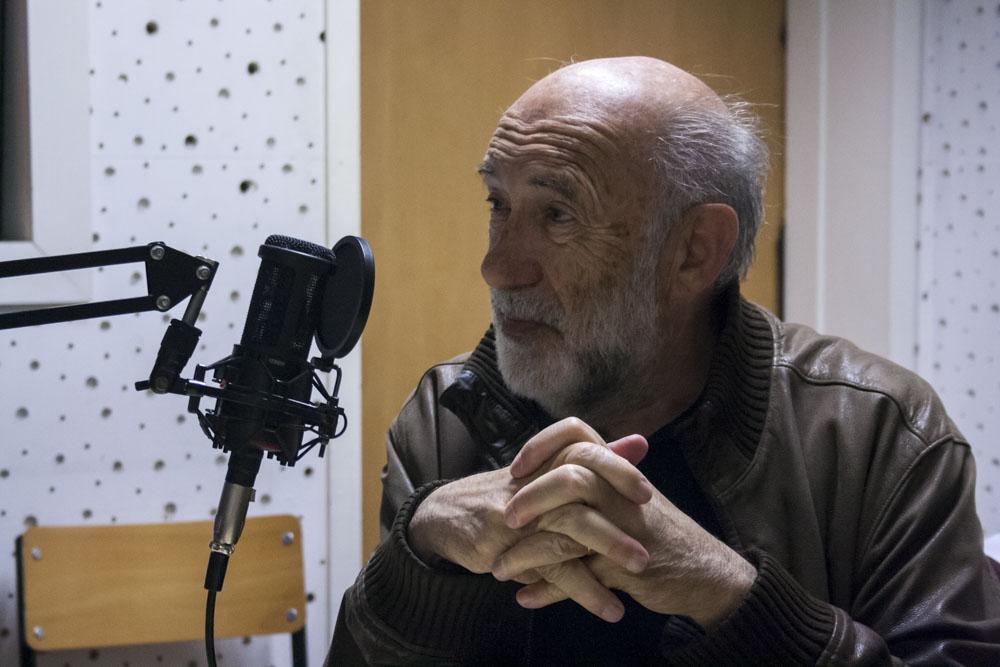 Adelino Gomes entrevistado por estudantes do REC a propósito da sua participação, nos anos 70, no programa Rádio Universidade.