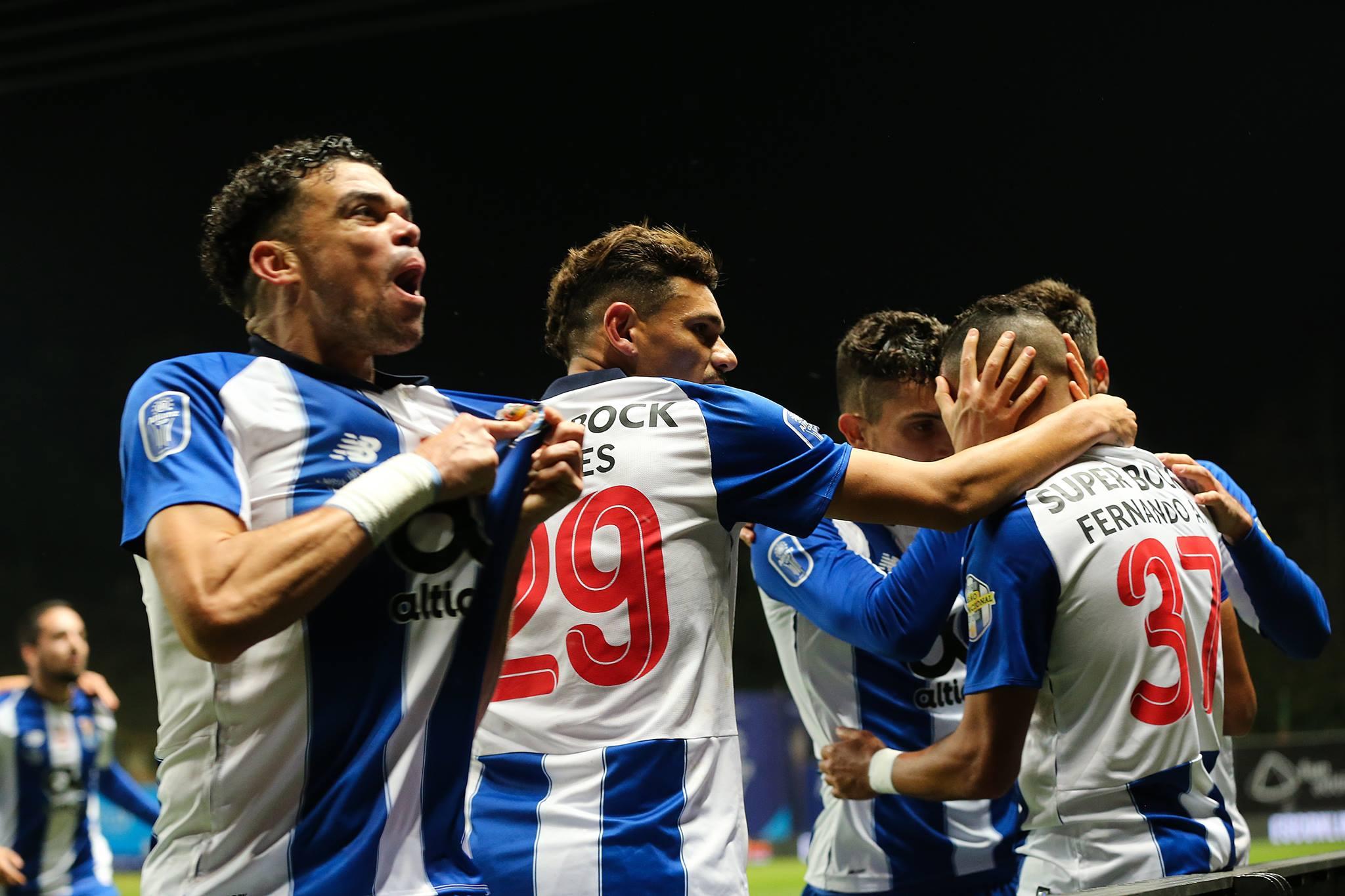 FC porto festeja o terceiro golo, primeiro de Fernando Andrade ao serviço dos dragões.