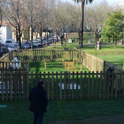 O parque para animais de pequeno porte tem 7 por 14 metros.
