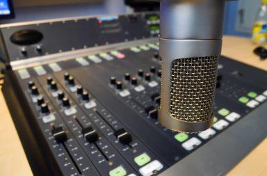 A RUC emite na frequência 107.9 FM desde 1988.