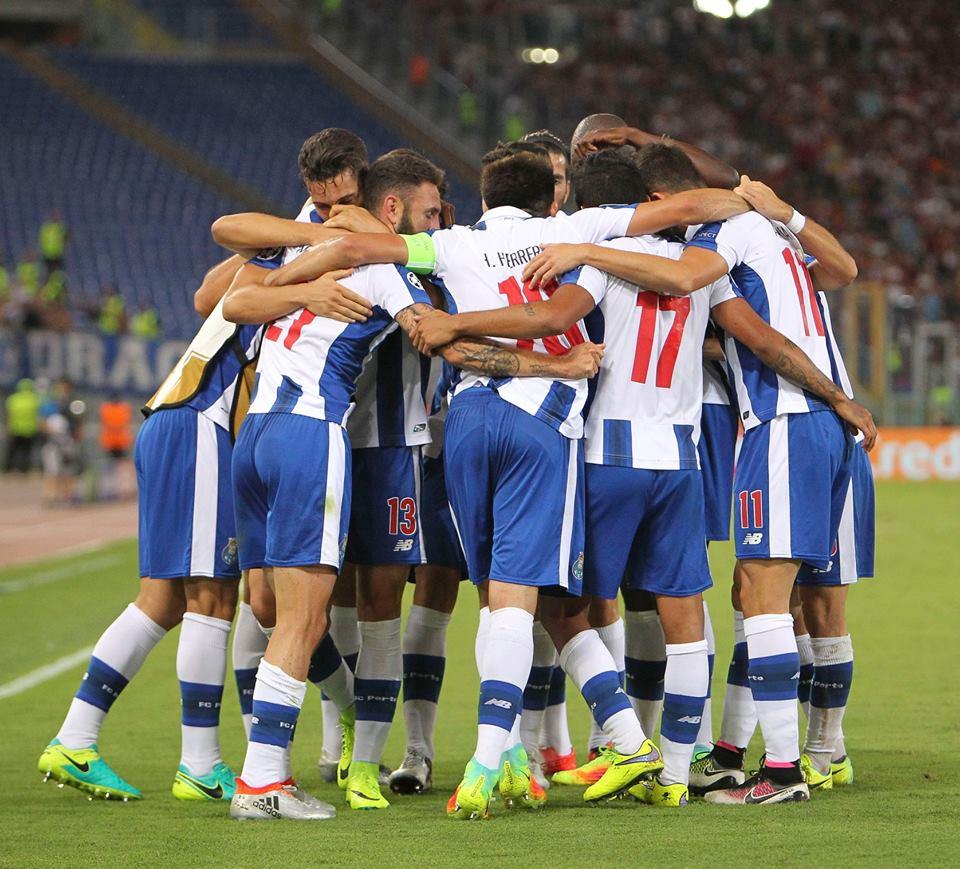 Imagem da equipa do FC Porto depois da vitória por 3-0 no Estádio Olímpico de Roma em 2016.