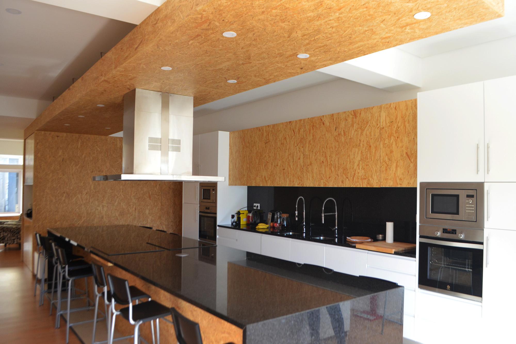 """A cozinha do """"Todos P'ra Mesa""""."""