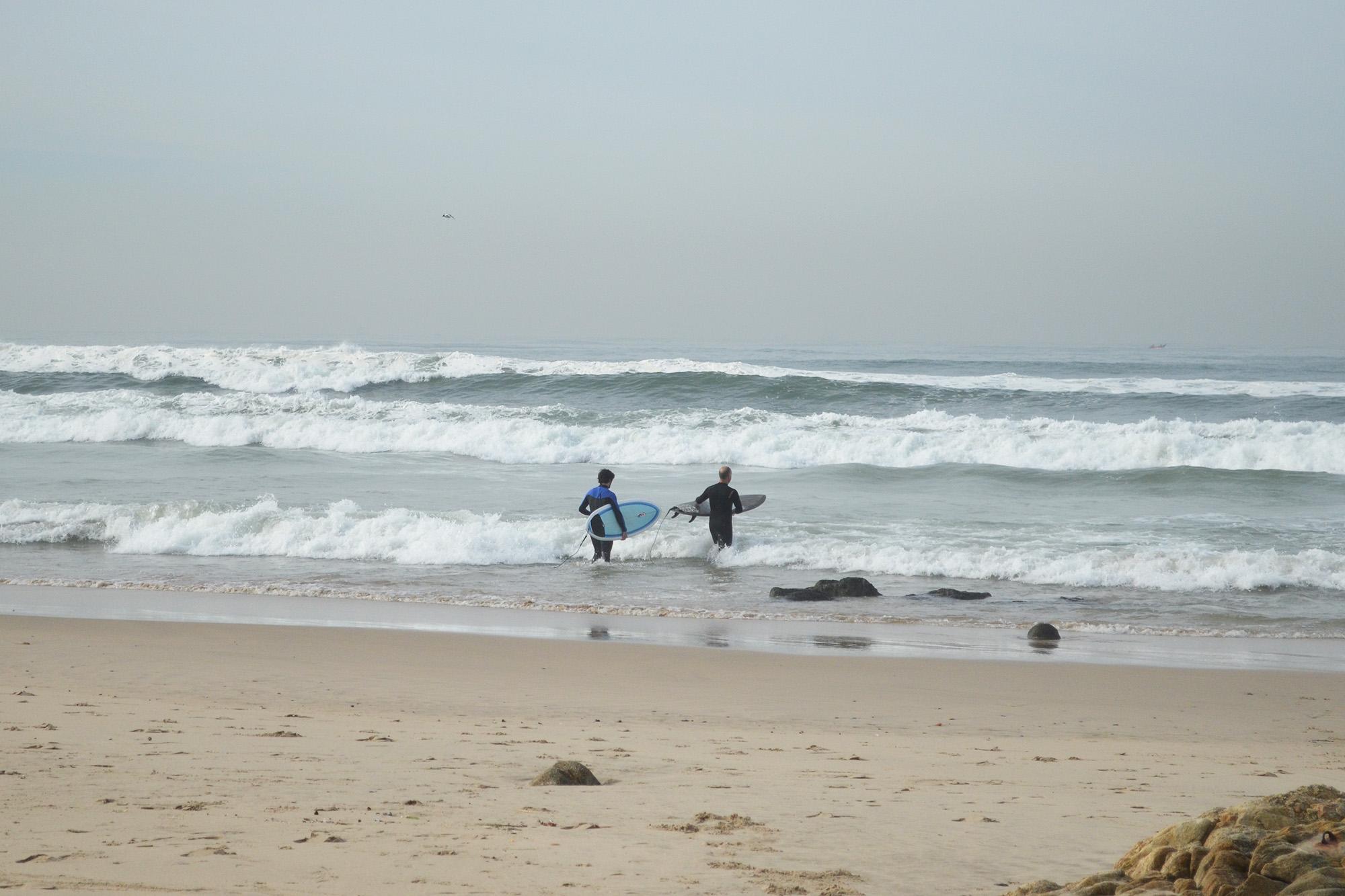 A praia de Matosinhos é uma das mais procuradas por surfistas iniciantes.