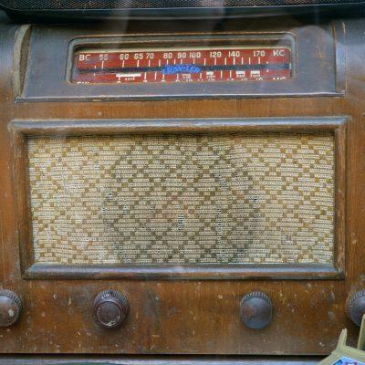 Telefonia antiga na montra da loja Invicta Clássica.