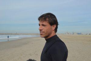 Hugo Pais tem 42 anos e é gestor. Pratica surf há cerca de 5 anos.
