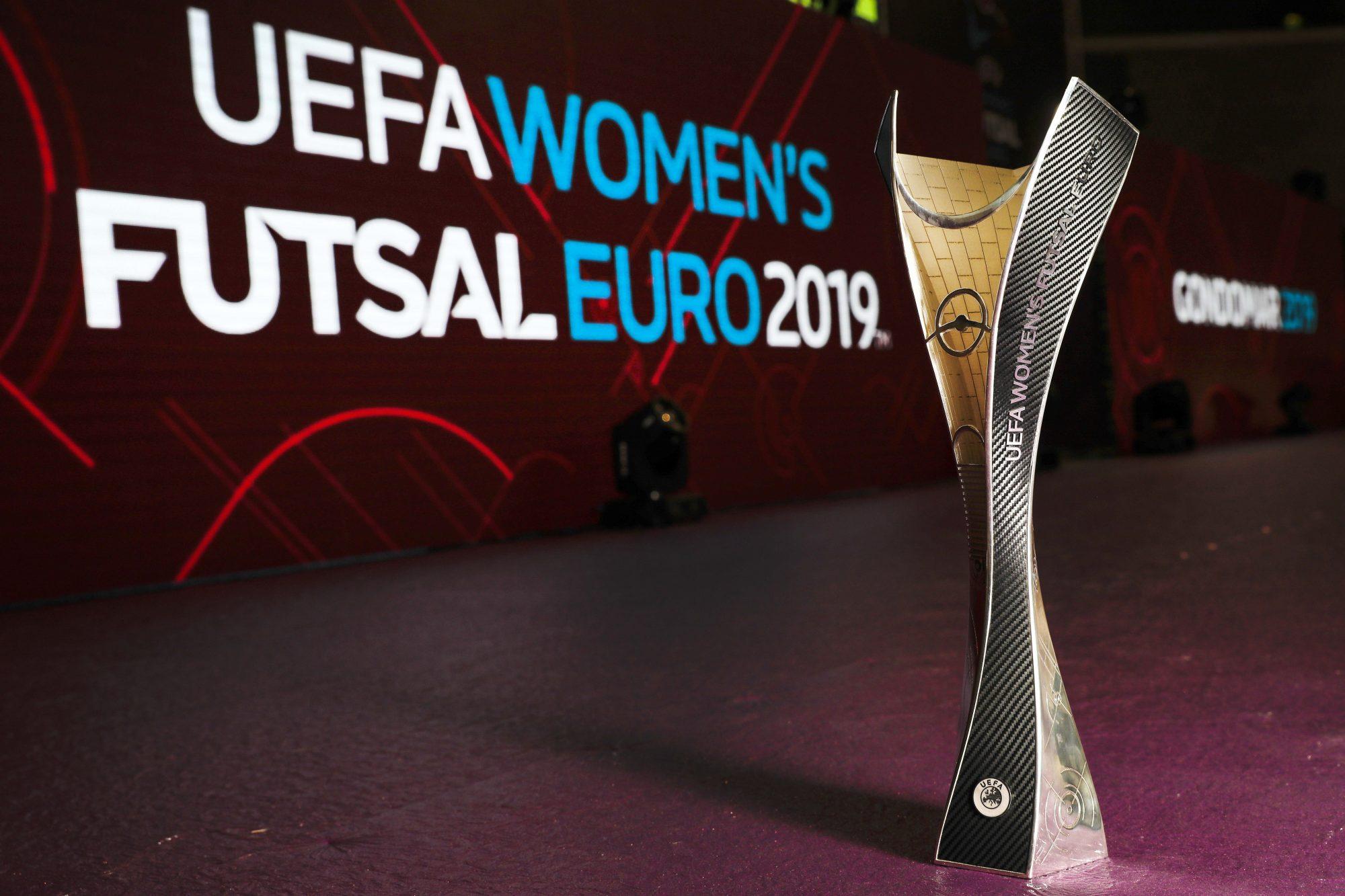 O primeiro Campeonato da Europa de Futsal Feminino realiza-se em Gondomar.