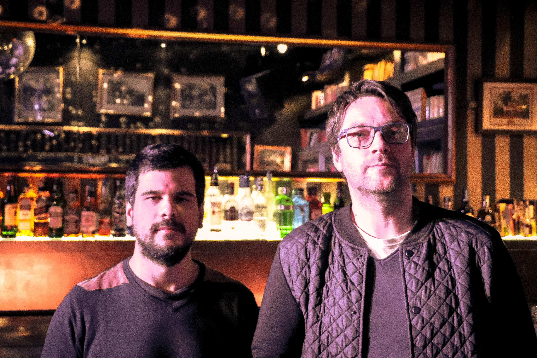 Sérgio Duarte (à esquerda) e Bruno Henriques (à direita) fora de personagem