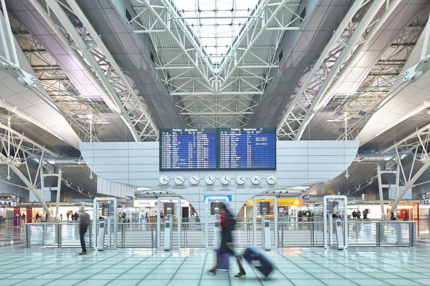 Os aeroportos estão vazios, fruto da atual epidemia que assola o país e o mundo.