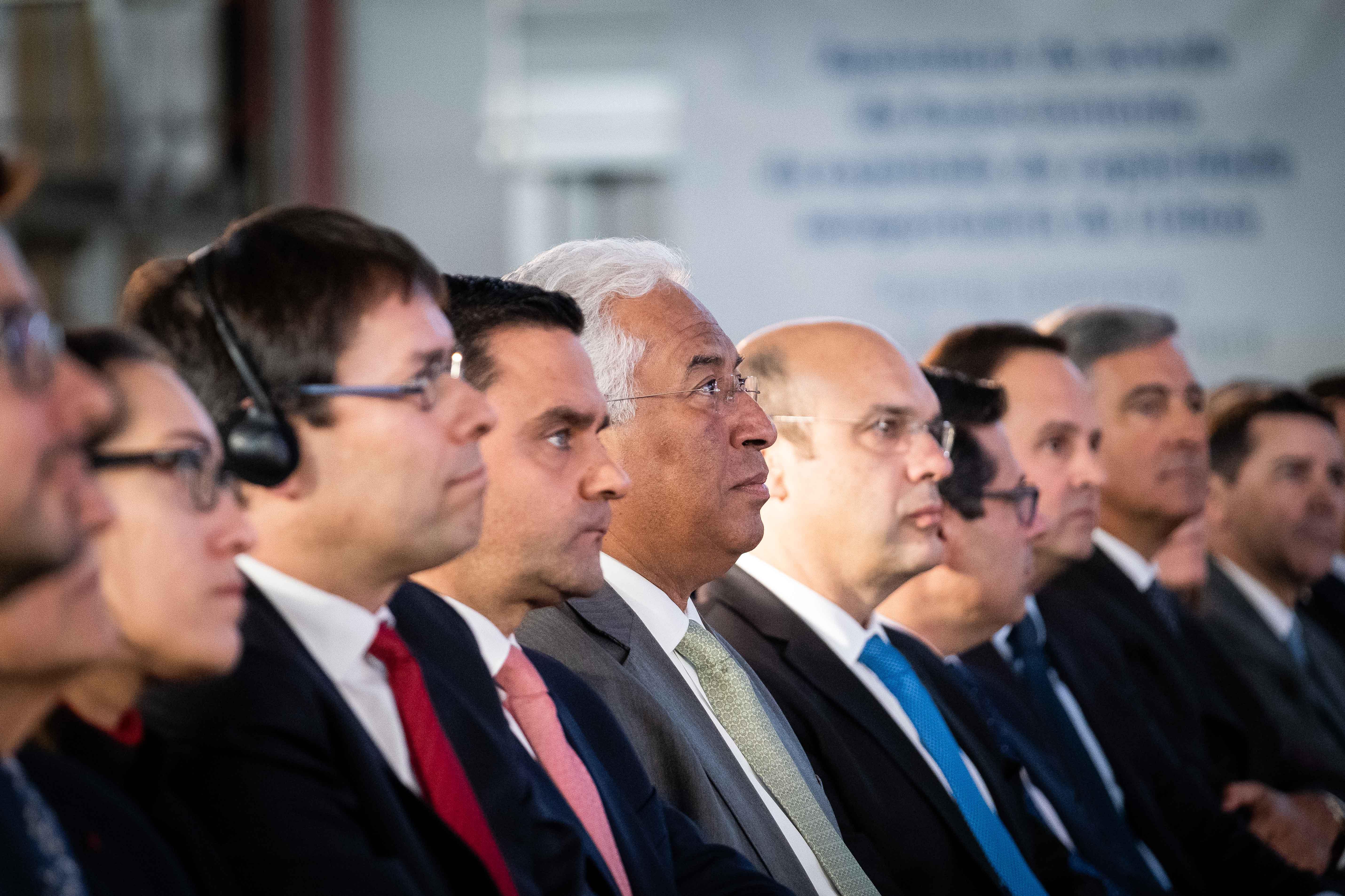 Pedro Marques (ao centro, junto de António Costa) abandona o Governo para concorrer às Europeias.