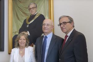 Retrato de Sebastião Feyo de Azevedo consta da galeria de retratos na Sala do Conselho da Reitoria.