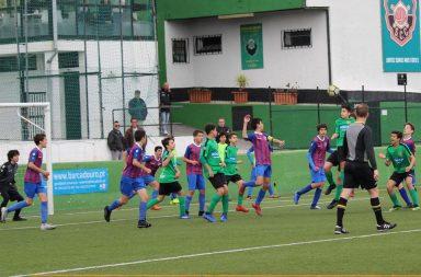 O futebol de formação é foco de alguma tensão com alguma frequência.