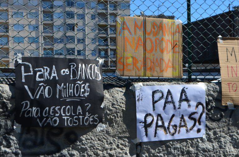 """Os alunos da Escola Artística Soares dos Reis juntaram-se ao movimento nacional """"É agora""""."""