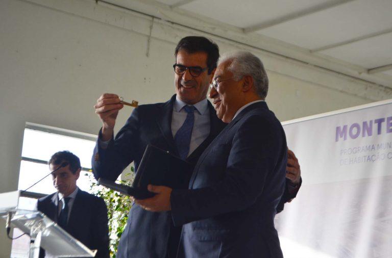 António Costa entrega a chave do Quartel de Monte Pedral a Rui Moreira.