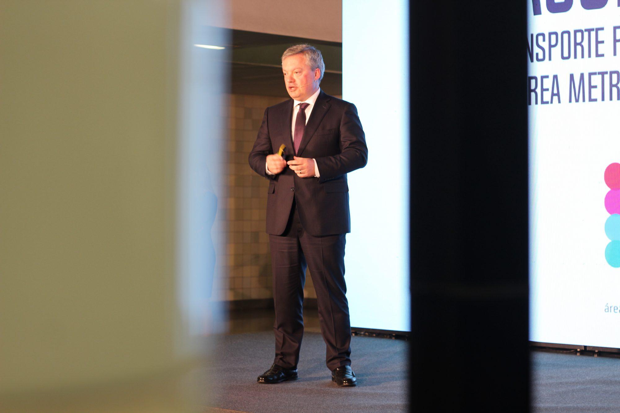Eduardo Vítor Rodrigues, presidente da AMP, fala na cerimónia sobre o programa.
