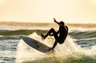 """A competição de surf """"Rip Curl Grom Search"""" realiza-se na Praia Internacional do Porto, nos dias 9 e 10 de março."""