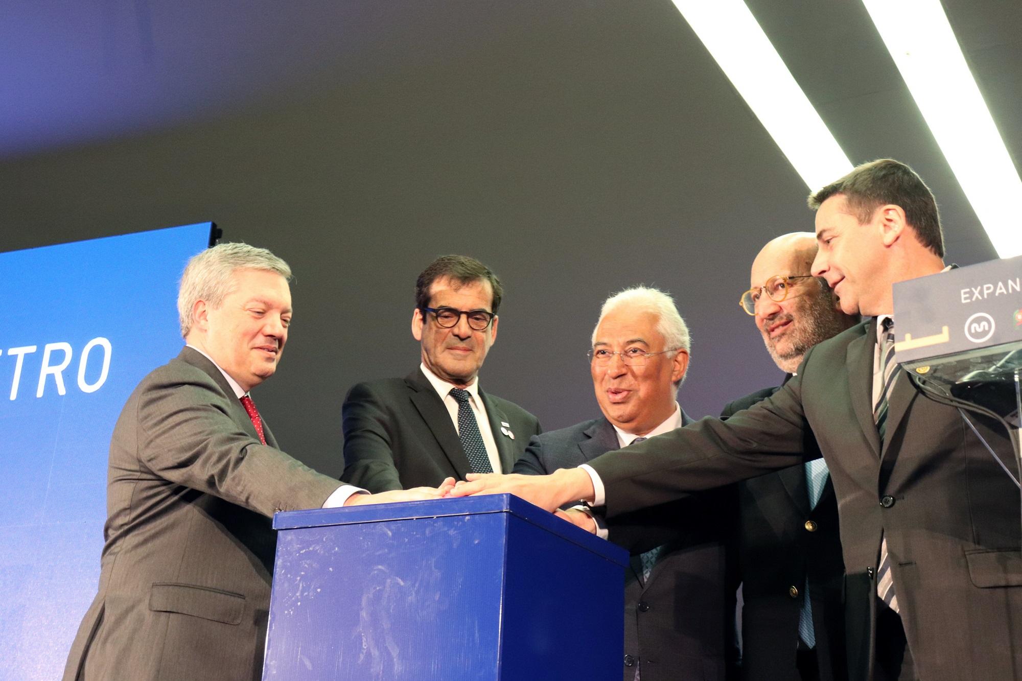 A abertura do concurso público para a Linha Rosa foi feita na estação 24 de Agosto. O concurso da Linha Amarela foi aberto em Santo Ovídio.