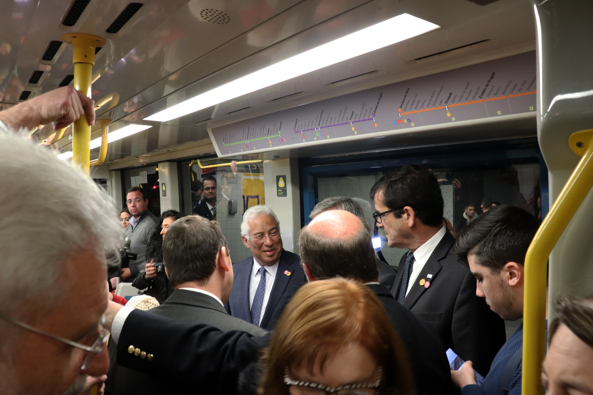 A cerimónia oficial começou na estação 24 de Agosto, no Porto, e terminou na estação de Santo Ovídio, em Gaia, depois de toda a comitiva viajar de metro.