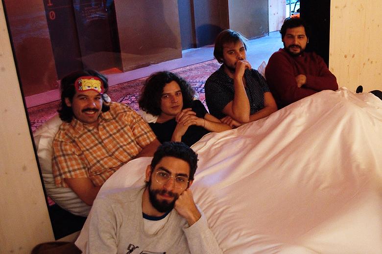 Os cinco dos Capitão Fausto na entrevista concedida ao JPN antes do concerto desta quinta na Casa da Música.