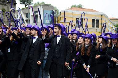 Milhares de estudantes desfilaram esta terça-feira pelas ruas da Baixa do Porto.