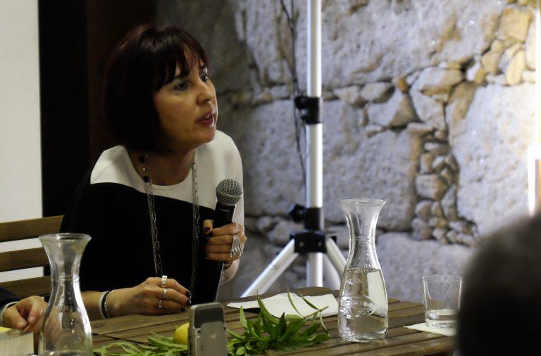 Ana Cristina Silva na apresentação do livro, no Porto.