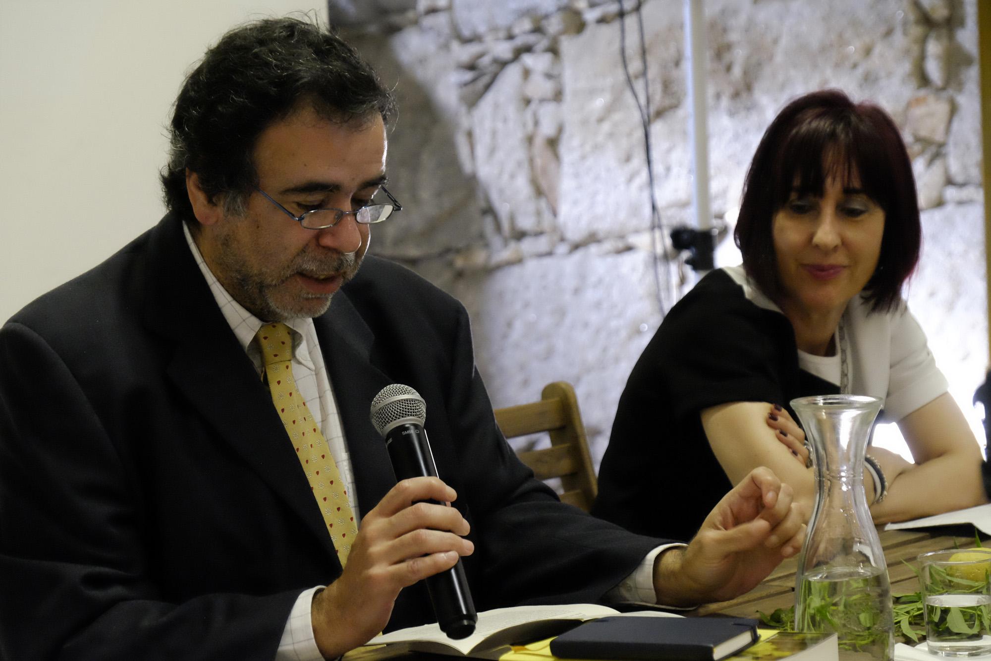 João Gobern apresentou o livro de Ana Cristina Silva.