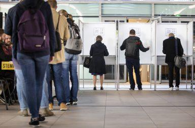 Holandeses e britânicos votam esta quinta-feira para as Eleições Europeias.