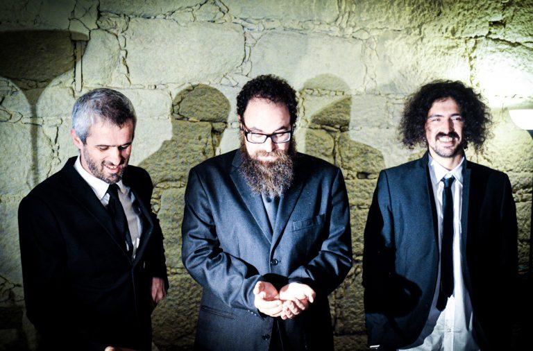 Kinorm, Azevedo e Martelo são três dos quatro elementos de O Bom, o Mau e o Azevedo, banda do Porto que tem novo disco.