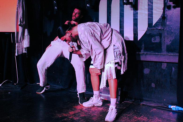 Conan e João Moreira em palco.