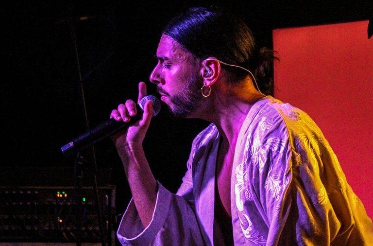 Conan Osíris atuou sábado no Maus Hábitos, no Porto.
