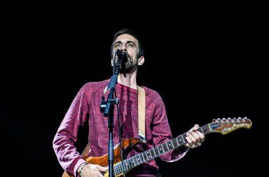 Manel Cruz e os Ornatos Violeta deram um mega-concerto em Vila Nova de Gaia.