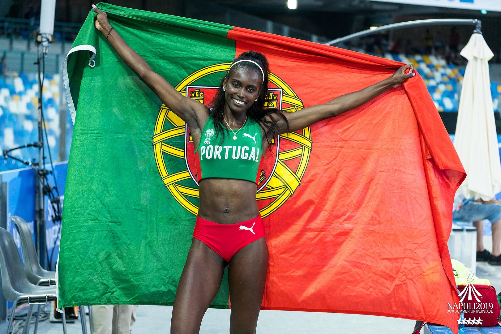 Natural da Praia, Cabo Verde, Evelise Veiga tem 23 anos. Estuda no Politécnico de Leiria e é atleta do Sporting.