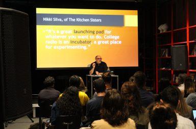Jason Loviglio foi o orador da conferência que debateu a importância das rádios universitárias.