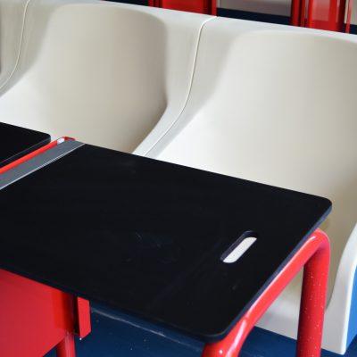 As mesas abrem agora para o lado nos auditórios da FEP.