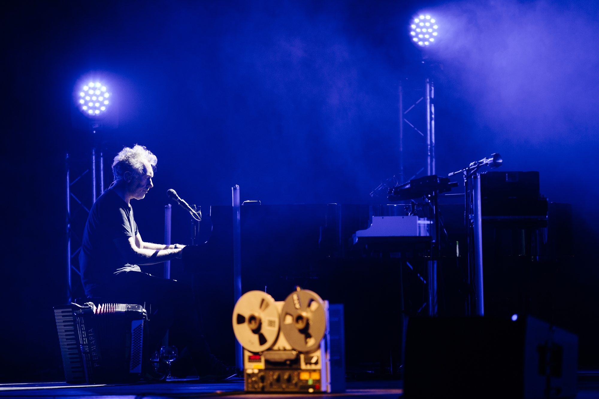 Yann Tiersen ao piano no Coliseu do Porto.