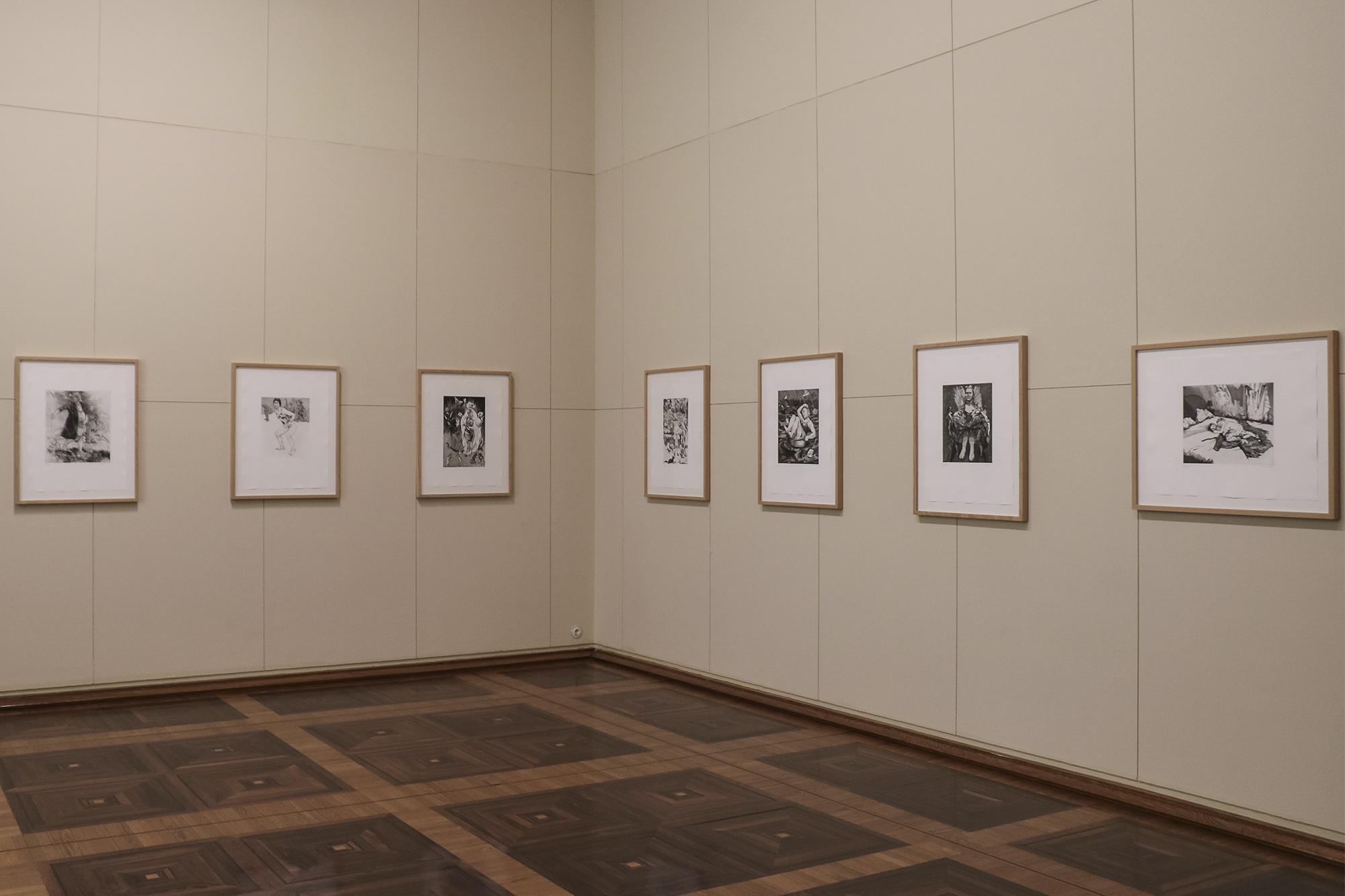 Há duas séries de gravuras da artista nesta exposição.