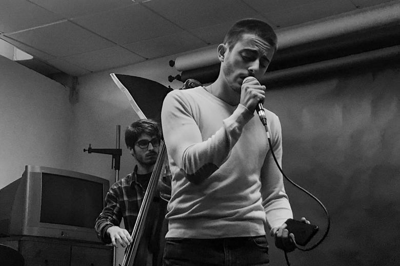 Martim Gavina dá a voz à banda de Leça da Palmeira.