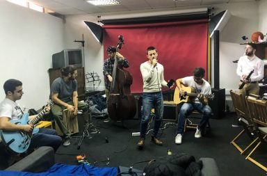 """A banda ensaia para os próximos desafios no """"The Voice"""""""