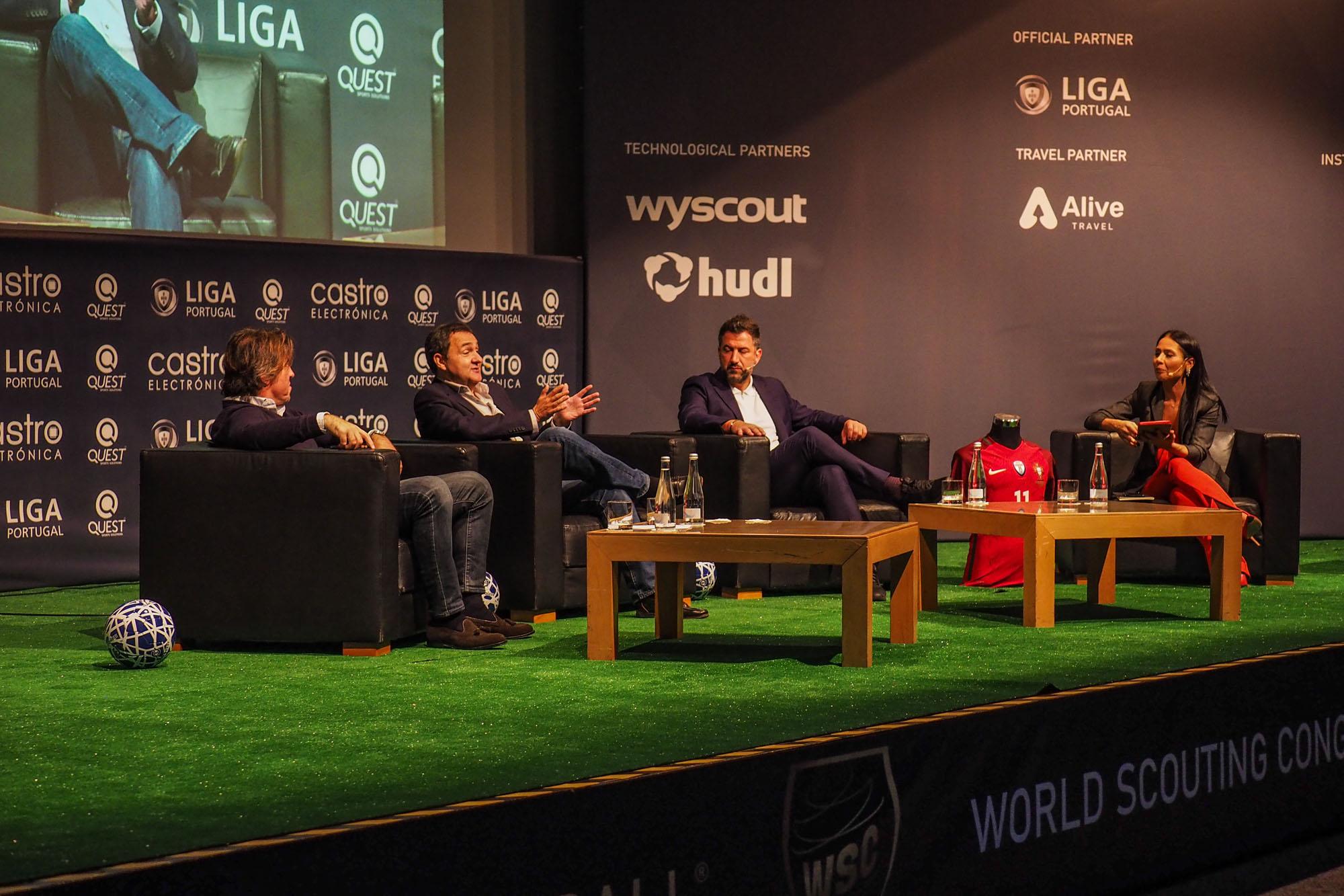Sá Pinto, Freitas Lobo e Carlos Carneiro discutiram o perfil do jogador português.