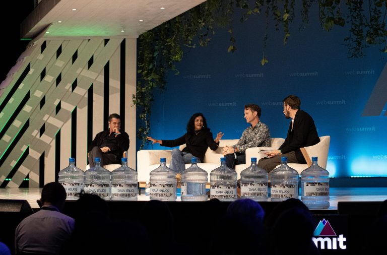"""O palco """"planet:tech"""" foi alvo de conferências sobre sustentabilidade."""