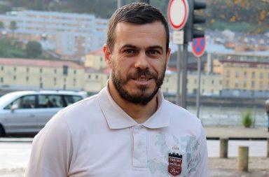 Aos 40 anos, Arnaldo Pereira continua a jogar futsal.