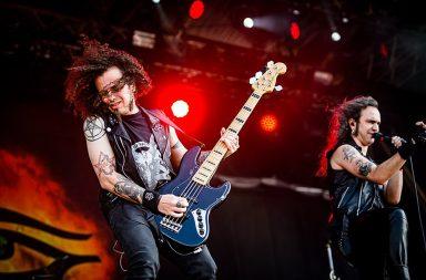 """Os Monnspell começaram a ganhar popularidade com o seu álbum de estreia """"Wolfheart""""."""