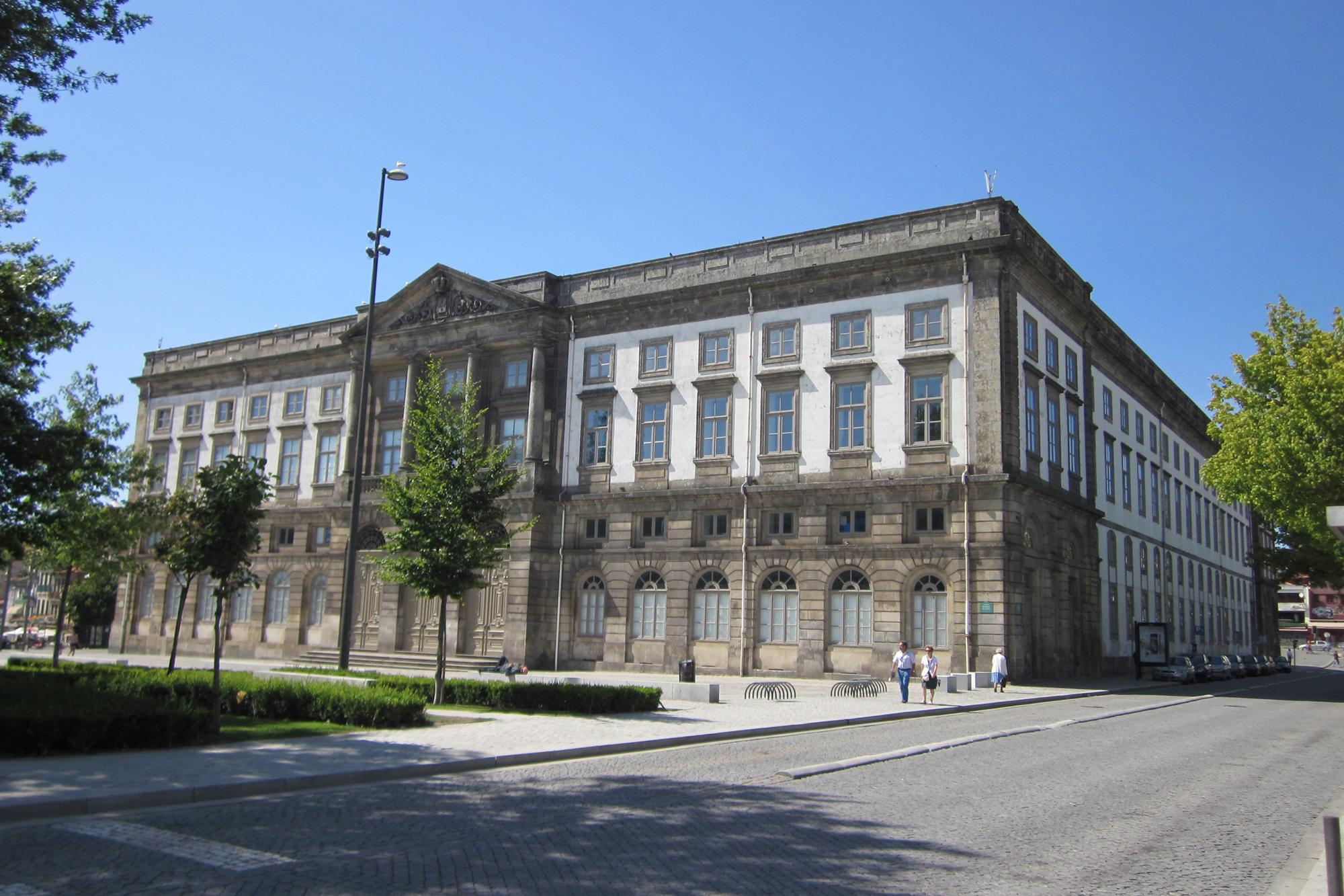A Universidade do Porto abrange cerca de 300 mil alunos e é a segunda maior instituição de ensino superior do país.